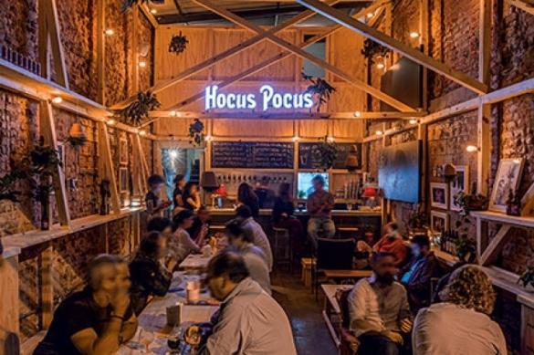 Bar da hocus pocus inaugura em botafogo bares rio de for Mobiliario rustico para bares
